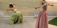 incrocio2-fili-e-nodi-inaugurazione-performance-ropes-and-skirts-di-barbara-stimoli-con-giulia-iaconutti-3